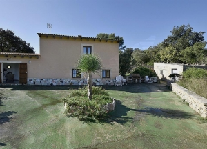 Country house on a plot of 11.103 m2 approx.